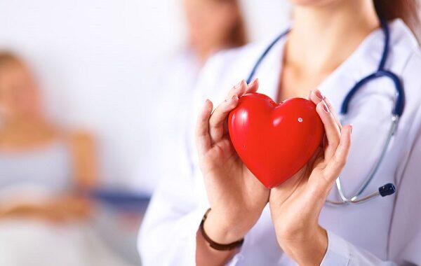 علامات الإصابة بأمراض القلب .. أبرزها زرقة الأظافر